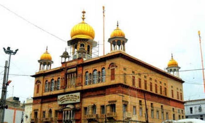 Gurdwara Sis Ganj ~ Chandni Chowk, Delhi.jpg
