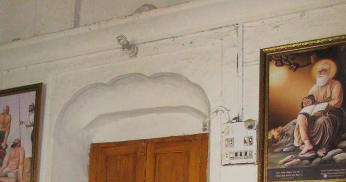 Inside Baai Taru Singh Gurudwara.jpg