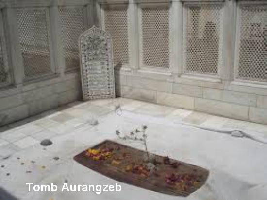 Tomb Aurangzeb.jpeg