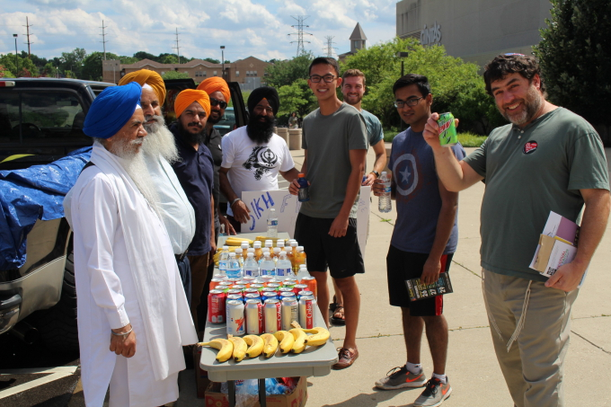 Water_Snacks_Langar_at_Festival.JPG