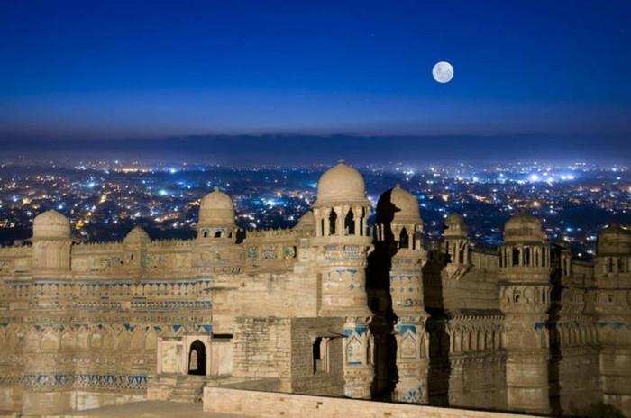gwalior-fort-panorama-v1.jpg