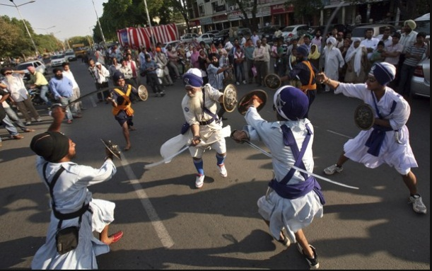 Gatka at Chandigarh (107K)