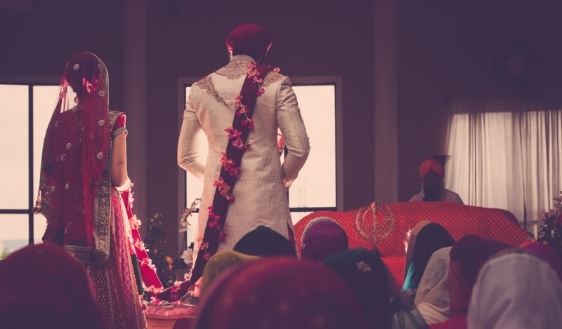 16a-indian-wedding-anand-karaj-bride-and-groom (81K)