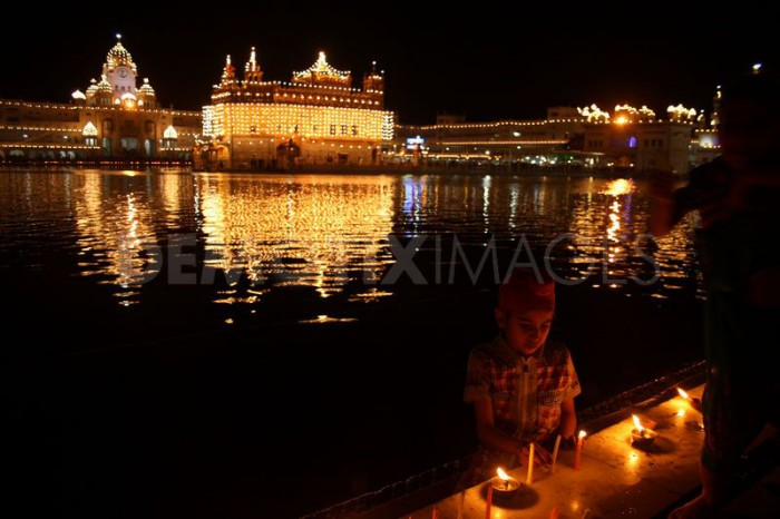 13343874231334387423-baisakhi-celebrations-underway-at-golden-temple--amritsar_1156060 (71K)