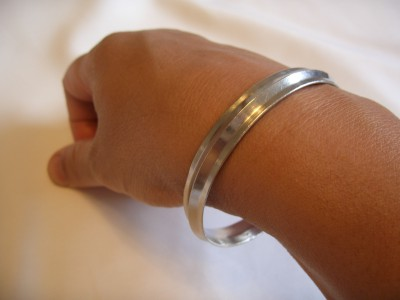 Kara_worn_on_right_arm (17K)