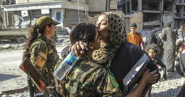 Brazil Sikh Hijab Kiss.jpg