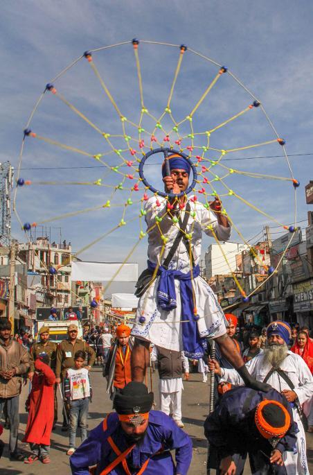 Sikhs-Display-Gatka-Skills-Ahead-of-Guru-Gobind-Singh-Jayanti-2019.jpg