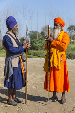 Nihang-Jatthedars-greeting-each-other 250.png