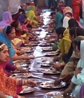 afghan sikh women.jpg