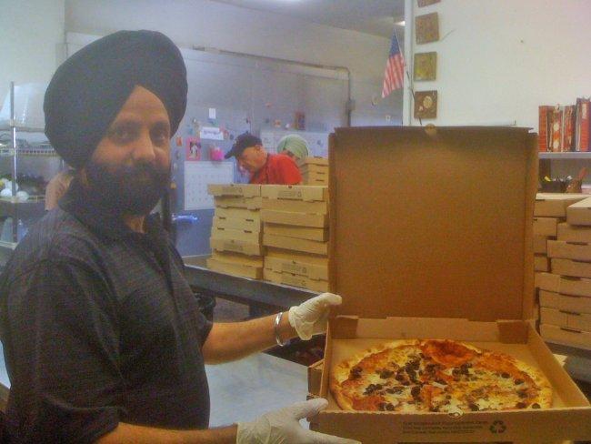 RanaSinghServesPizza-222.jpg