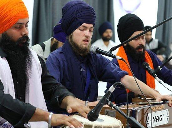 Louis-Singh-New-Zealand-Army-Sikh-kirtan.jpg
