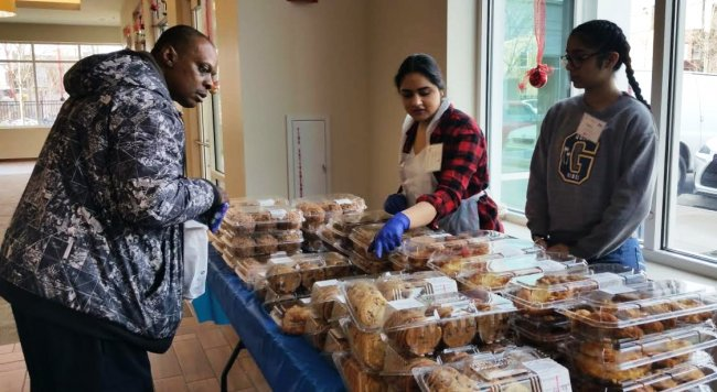 Sikh Youth Volunteers_Salvation Army_Lunch_ Chrismas Day_2018.jpg