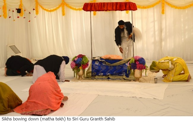 bowing to guru.jpg