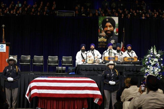 funeral of dhaliwal 8 kirtan.jpg