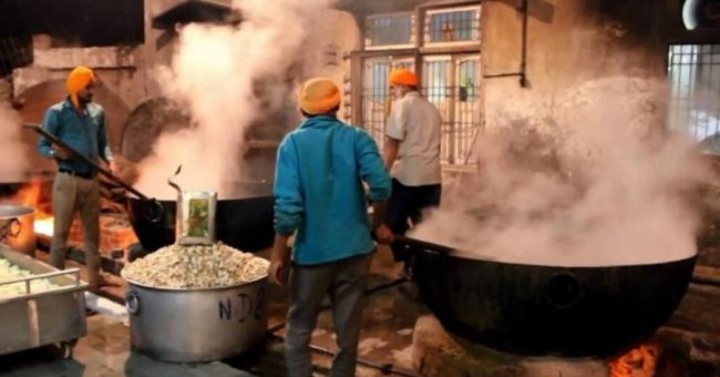 madrasa cooking.jpg
